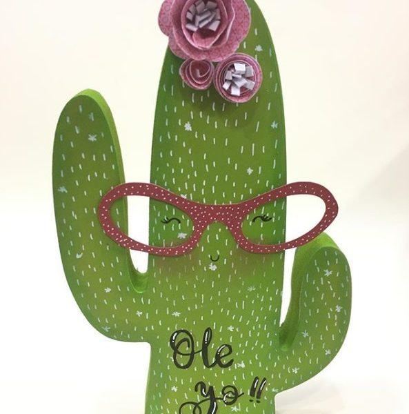 cactus de madera decorado